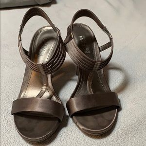 Nearly perfect Kenneth Cole strappy sandal heels
